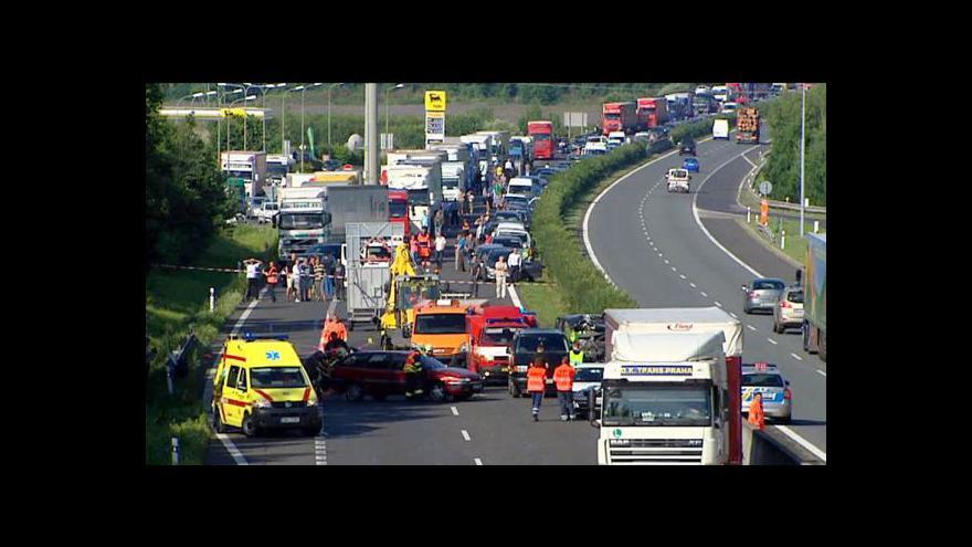 Video Nehoda na 4 hodiny zablokovala dálnici D5
