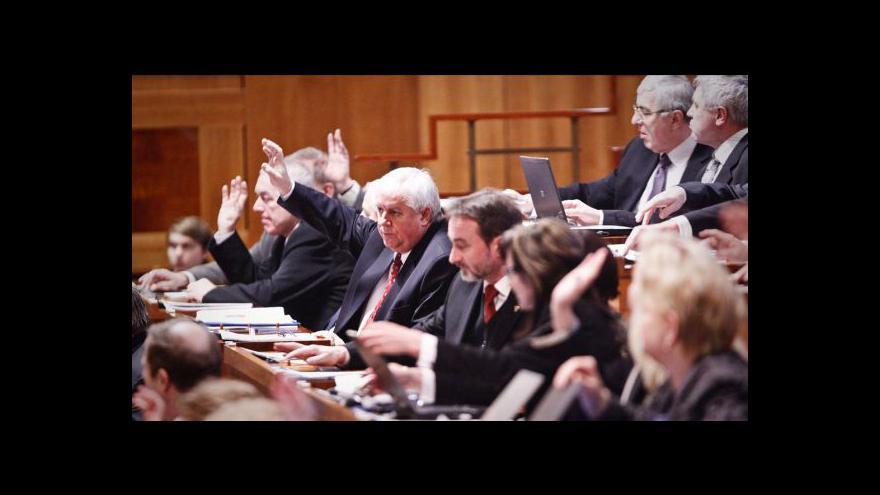 Video Senát zamítl změny v pěstounské péči