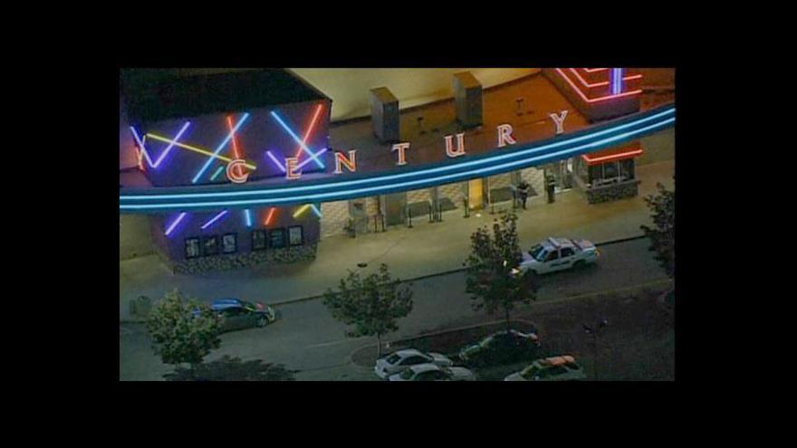 Video Po střelbě v kině zemřelo 12 lidí