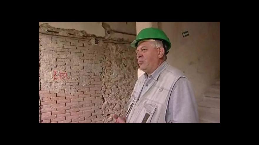 Video Greplovým domem provádí investiční technik Jaroslav Švirák