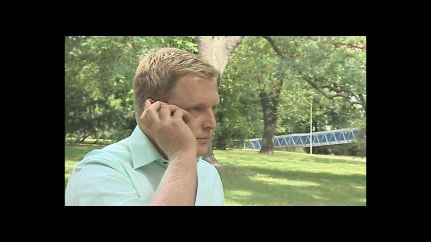 Video Redaktor Ondřej Schneider volá na podvodný inzerát