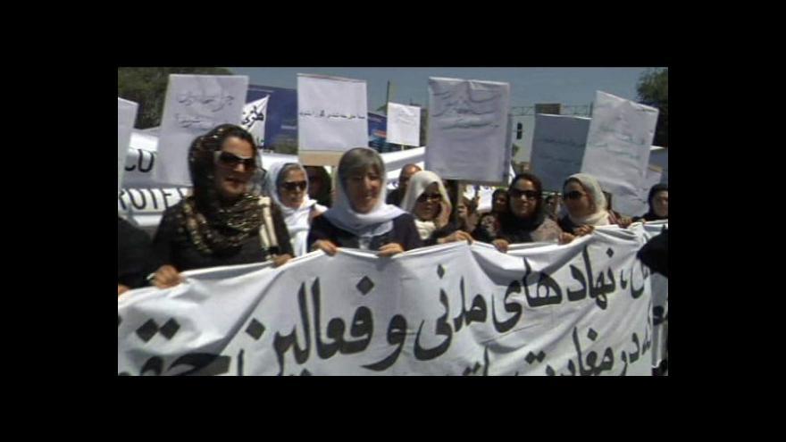 Video Poprava Afghánky vyhnala ženy do ulic