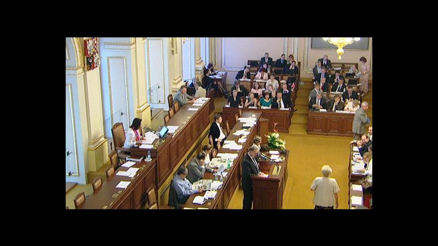 Video Ve sněmovně se debatovalo o církevních restitucích