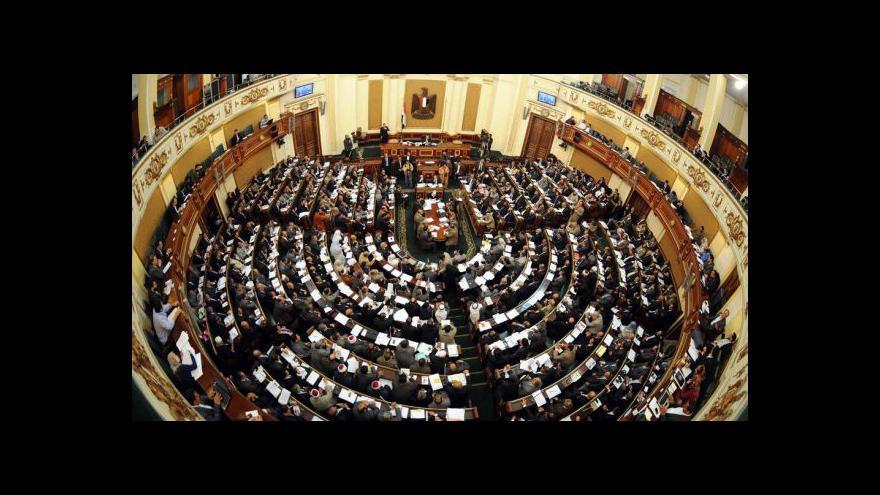 Video Reportáž o parlamentu v Egyptě a telefonát Anny Janků