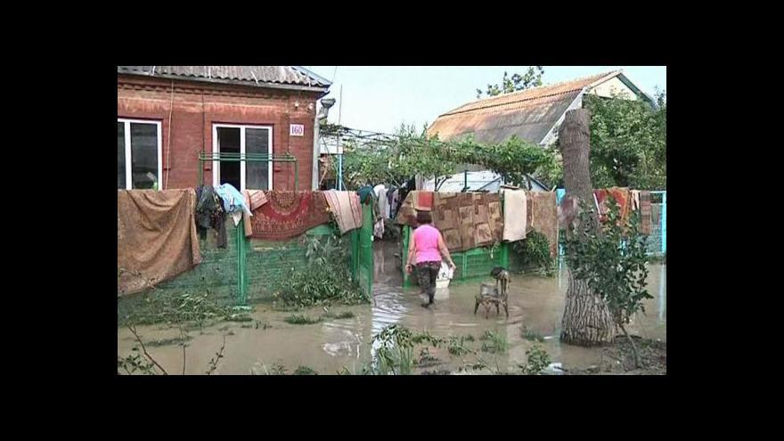 Video Podle obyvatel může za záplavy upouštění vody z přehrady