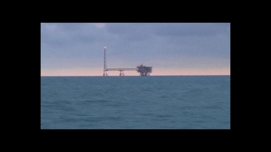 Video Začalo platit ropné embargo