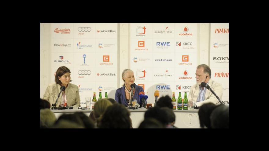 Video Brífink Helen Mirrenové a Taylora Hackforda na MFF v Kralových Varech