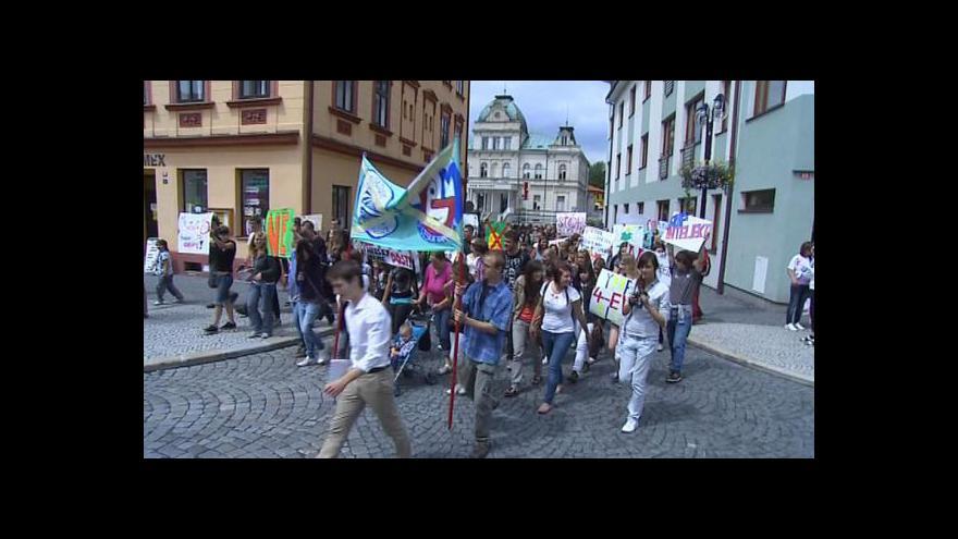 Video Protesty studentů proti sloučení