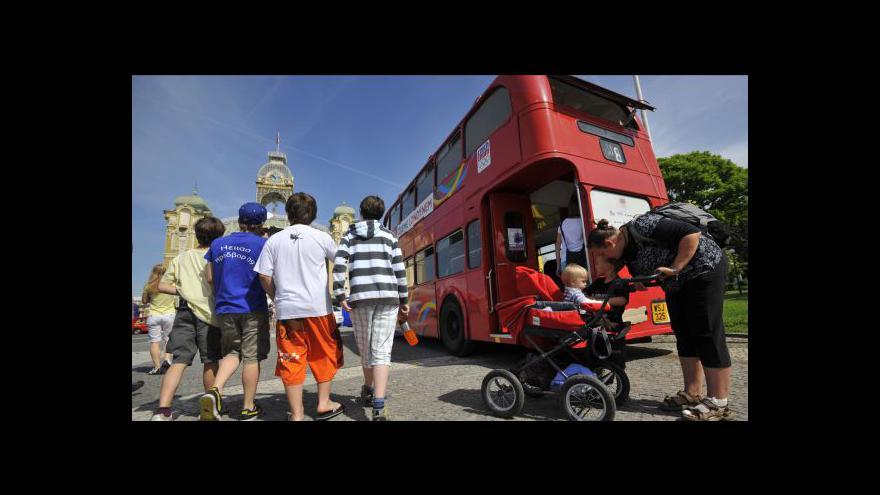 Video Běžné turisty odrazují od Londýna vysoké ceny