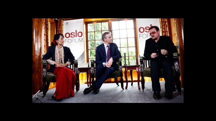 Video Bono se sešel se Su Ťij
