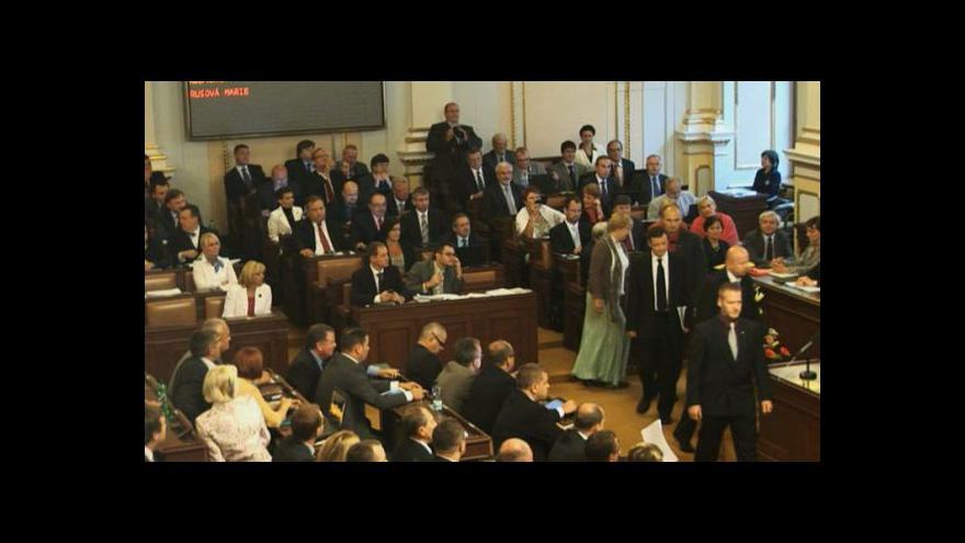 Video Příchod Davida Ratha do Poslanecké sněmovny