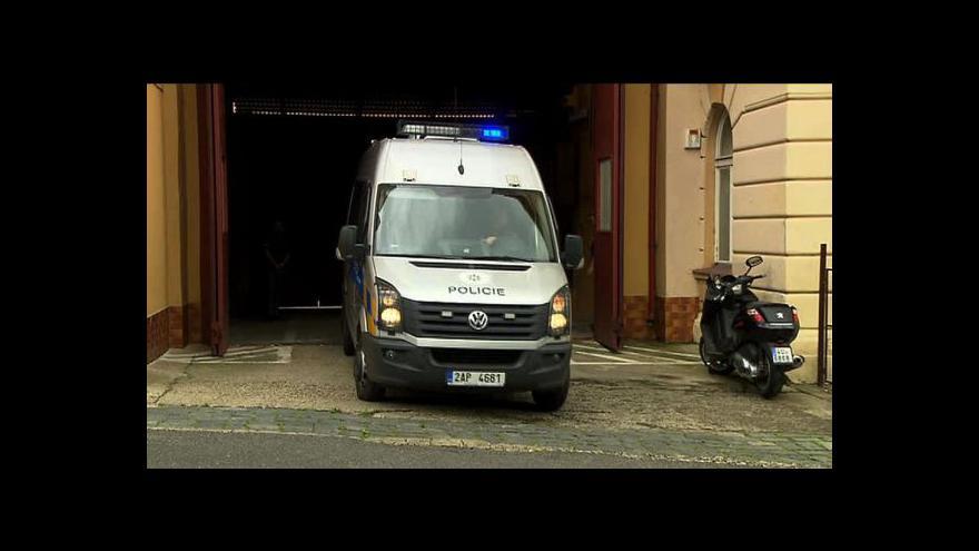 Video Eskorta s Davidem Rathem opouští věznici