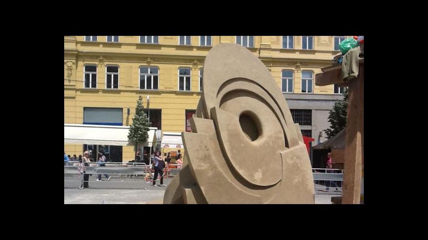 Video Jak vznikaly písečné sochy v centru Brna?