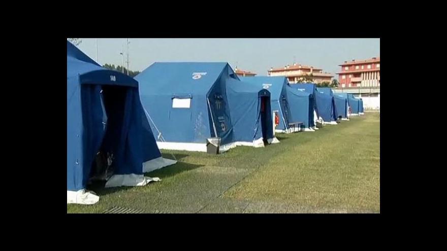 Video V Itálii pátrají po přeživších