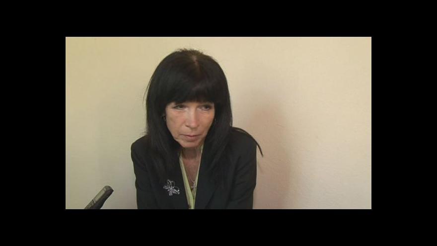 """Video """"Naletěla jsem,"""" říká žena, která dala podvodníkům zálohu na neexistující dům"""