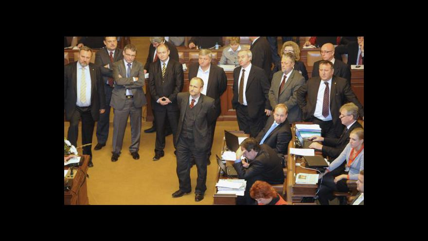 Video Poslanci rozhodnou o Rathovi 5. června