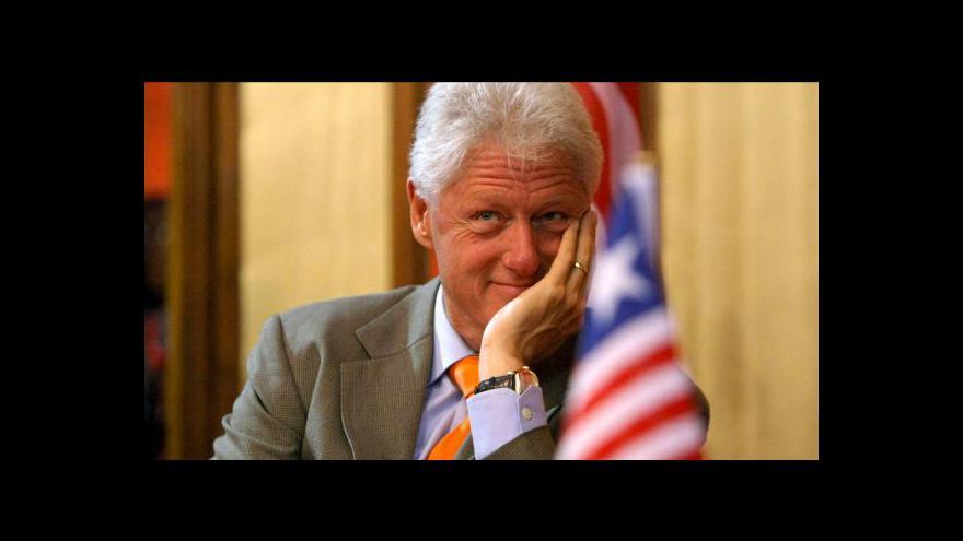 Video Clinton míří do Prahy na dvoudenní konferenci
