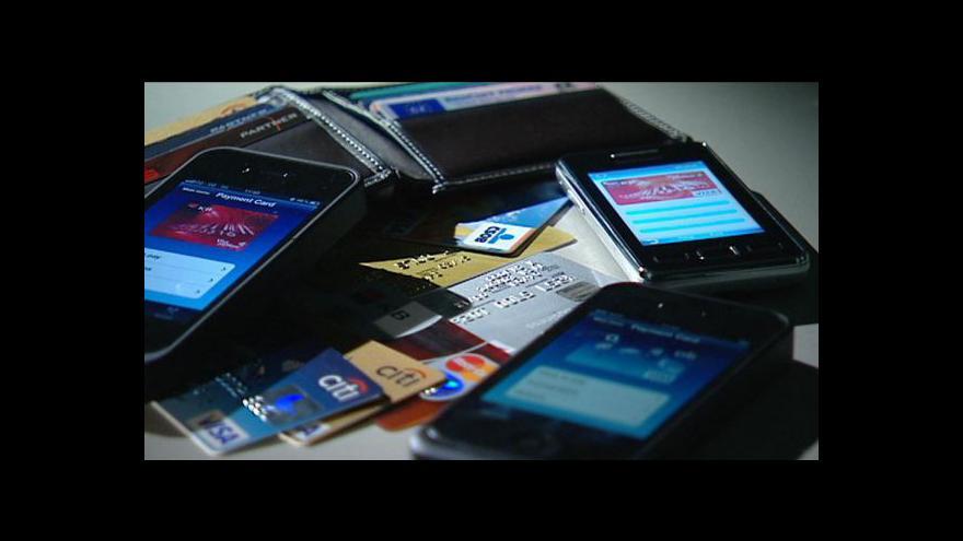 Video Ekonomika ČT24: Mobilní bankovnictví - ano, nebo ne?