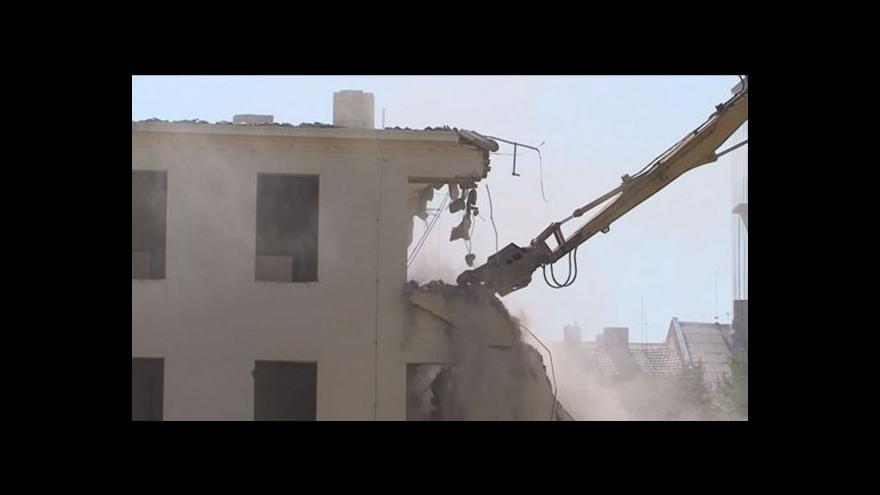 Video Bourání Filozofické fakulty začalo