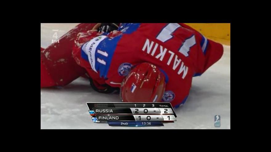 Video Malkin podklouzl a narazil do mantinelu