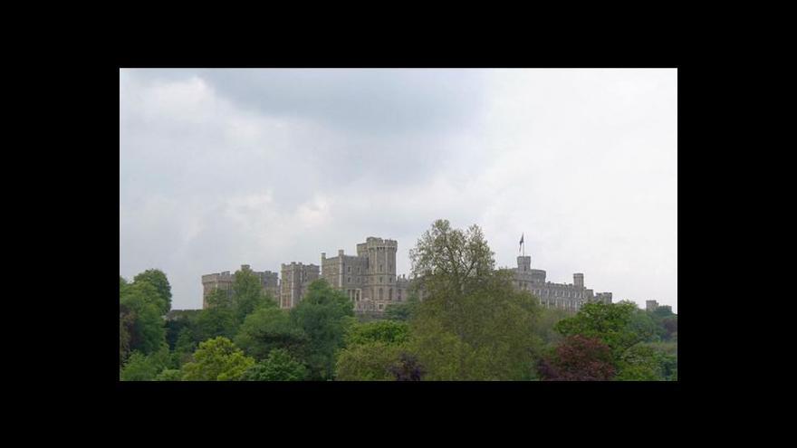 Video Vojenská přehlídka na počest královny Alžběty II.