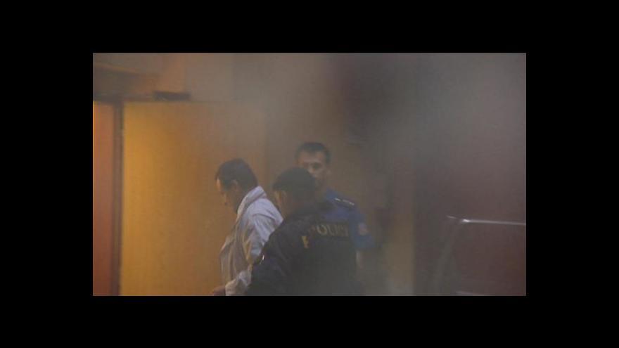 Video Události: Rath i další zatčení jsou ve vazbě