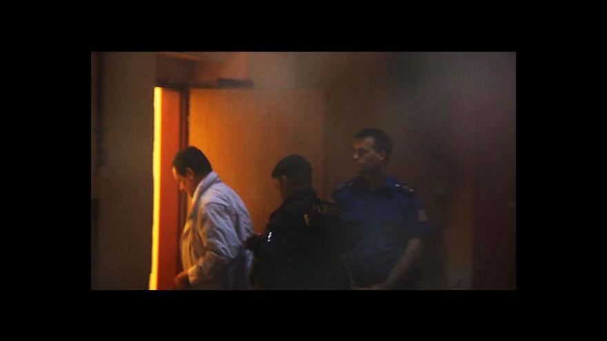 Video David Rath má za sebou první noc v cele