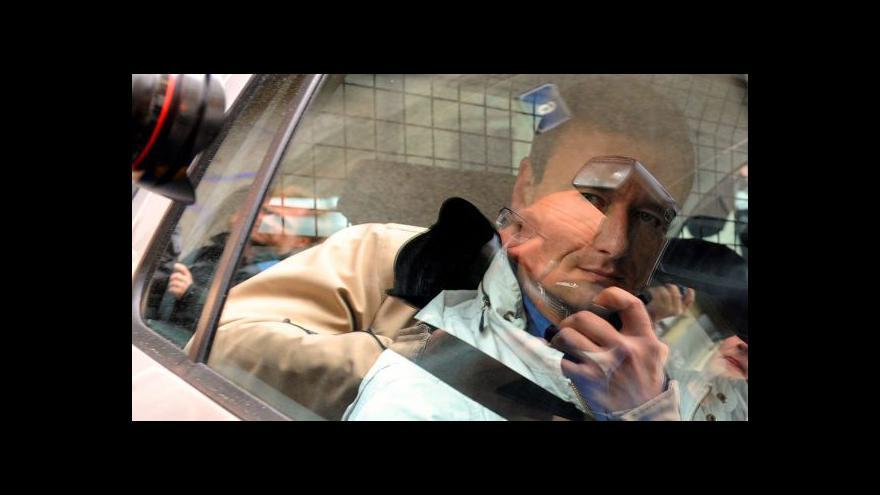 Video Soudce poslal Ratha do vazby, jako hejtman končí