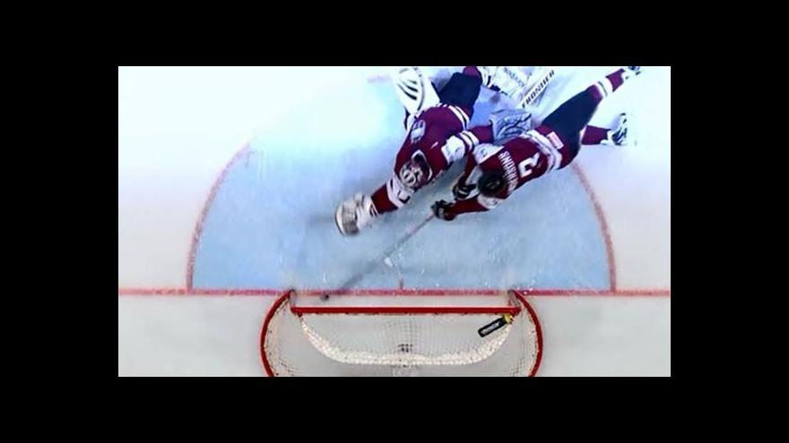 Video Neuznaný gól Švédů v zápase proti Lotyšsku