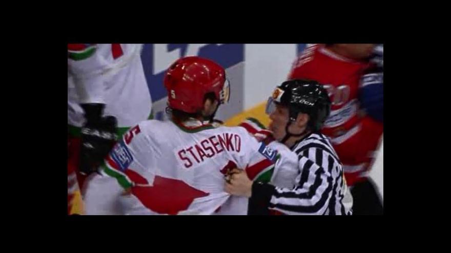 Video Útok na rozhodčího po gólu Kanady