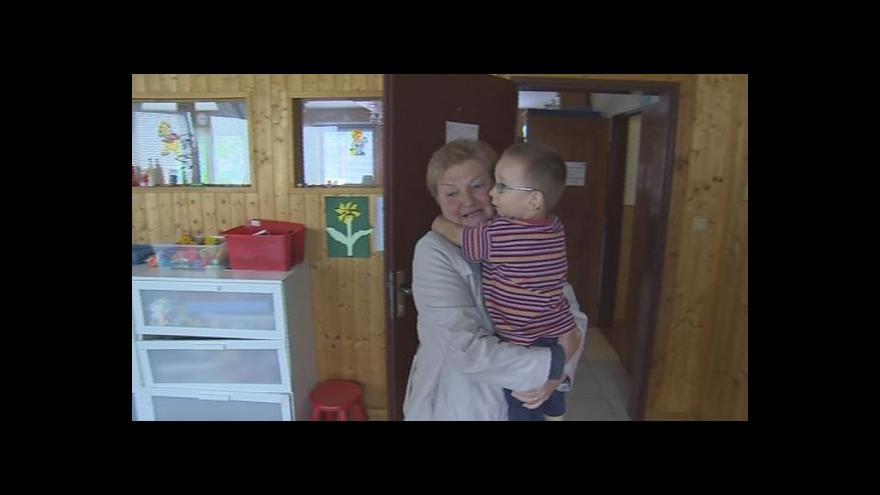 Video Paní Irena dělá náhradní babičku