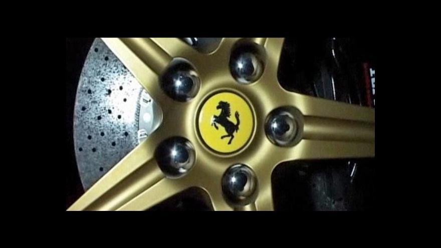 Video Ferrari se omluvilo za poškození hradeb