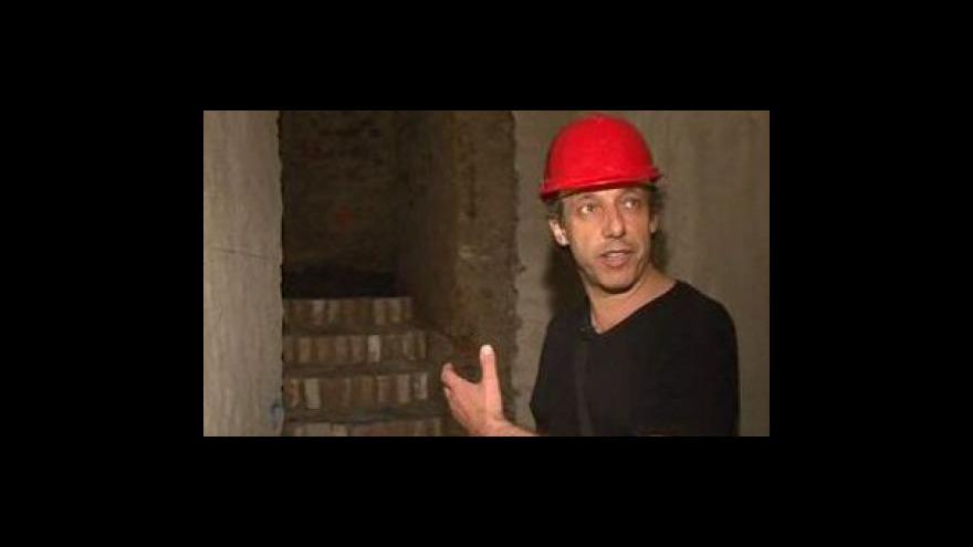Video Prohlídka dokončovaného labyrintu sAlešem Svobodou, odborníkem na brněnské podzemí