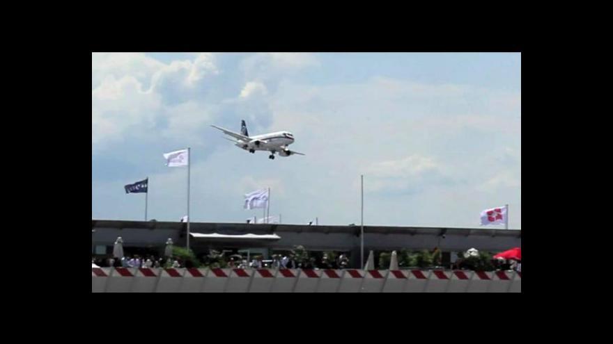 Video Ruské letadlo zmizelo v Indonésii