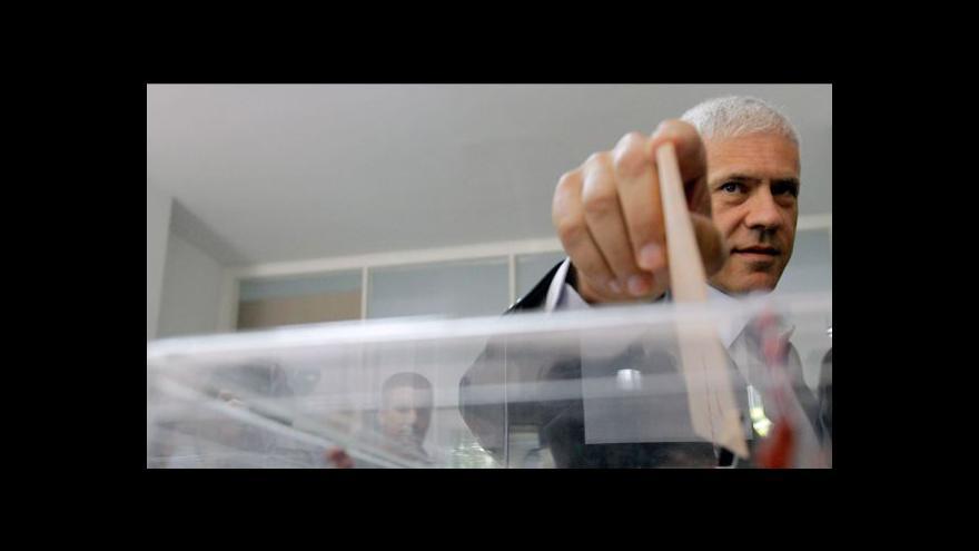 Video Opoziční konzervativci v Srbsku těsně vedou