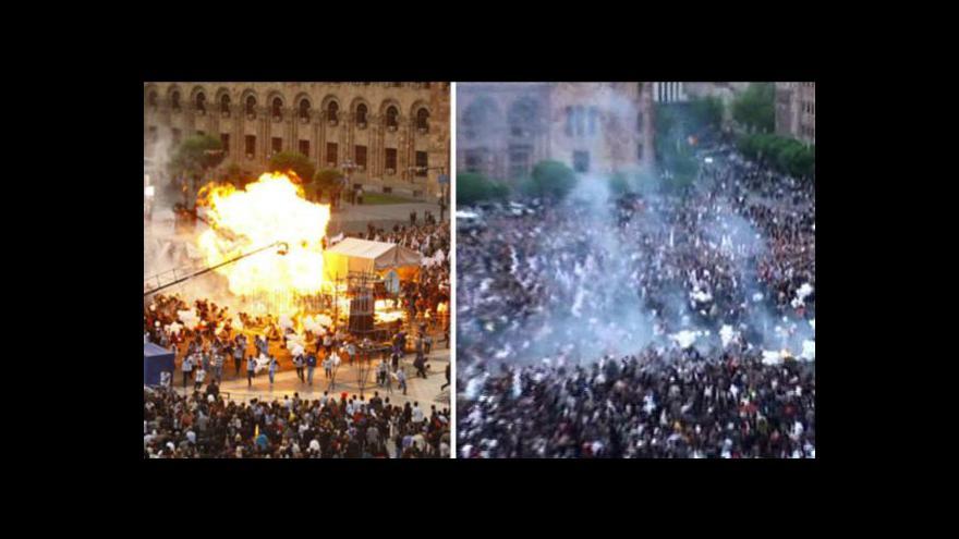 Video Výbuch balonků popálil víc než stovku lidí