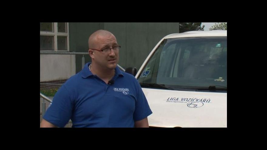 Video Řidič mikrobusu Karel Hrůza o nevýhodách sanitky