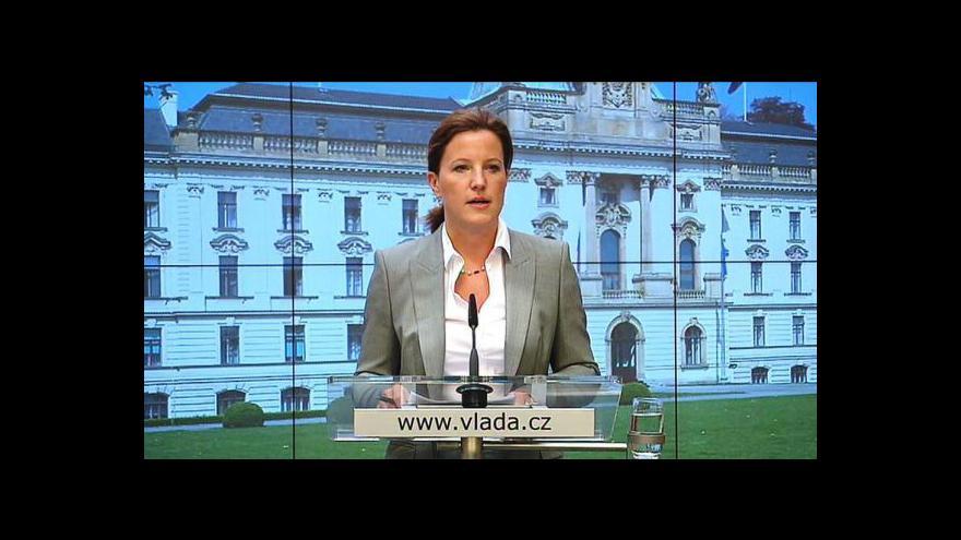 Video Vláda schválila normy přijímání úředníků i peníze pro kulturu