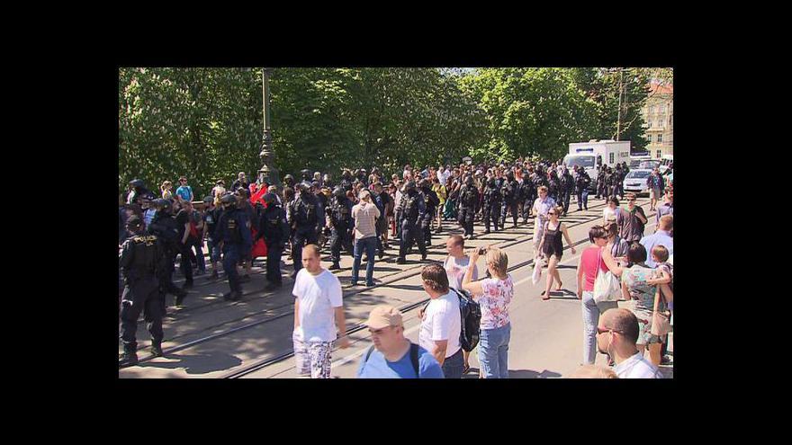 Video V centru Prahy se střetli anarchisté s pravicovými radikály