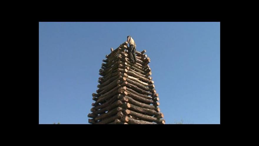 Video Přípravy na pálení čarodějnic v Pravicích trvají celý duben