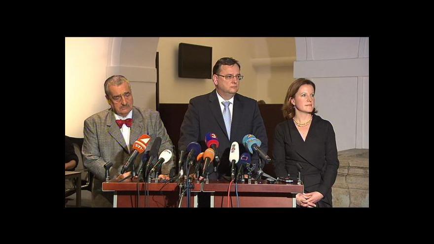 Video Reakce Nečase, Peake a Schwarzenberga po vyslovení důvěry