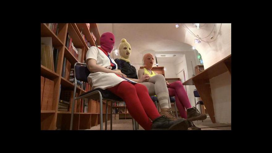 Video Začíná soud s členkami Pussy Riot