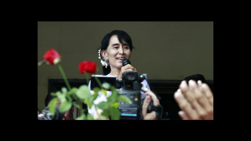 Video Evropská unie pozastaví na 12 měsíců sankce proti Barmě