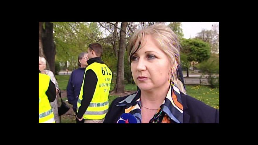 Video Břeclaví prošli protestující radikálové