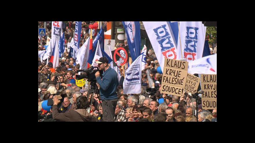 Video Protivládní demonstrace