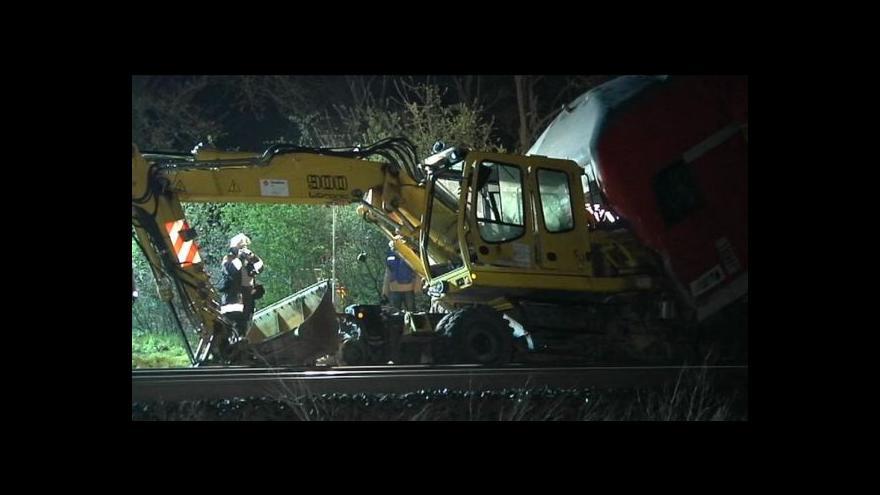 Video Nehodu vlaku s bagrem nepřežili tři lidé