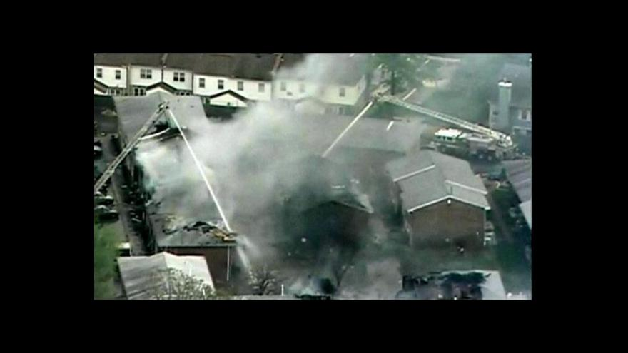 Video Nehoda vojenského letounu v USA