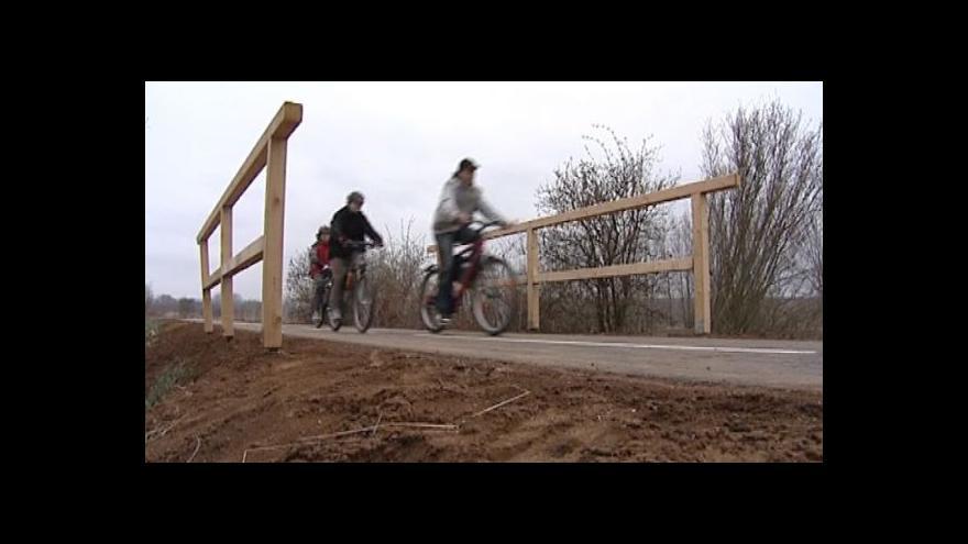 Video Nová cyklostezka rychle roste