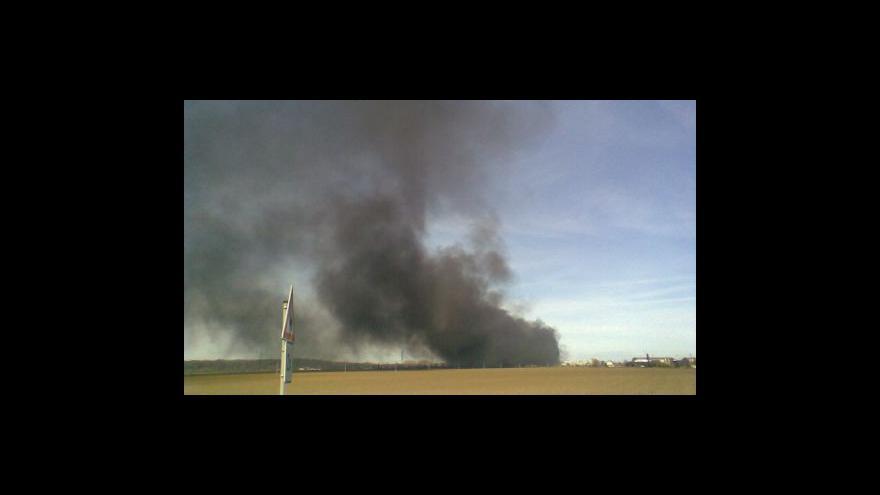 Video NO COMMENT: Požár průmyslového areálu v Chropyni