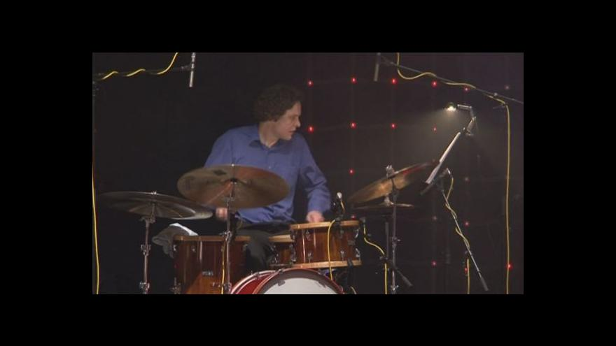 Video NO COMMENT: Koncert B Side Bandu s Vojtou Dykem